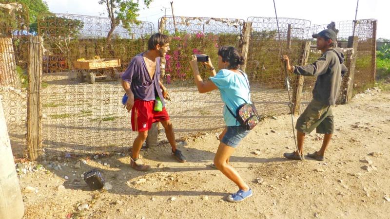 Vida en Reciclaje, Callejeando el video clip de La Rana.  Por Pata de Perro.